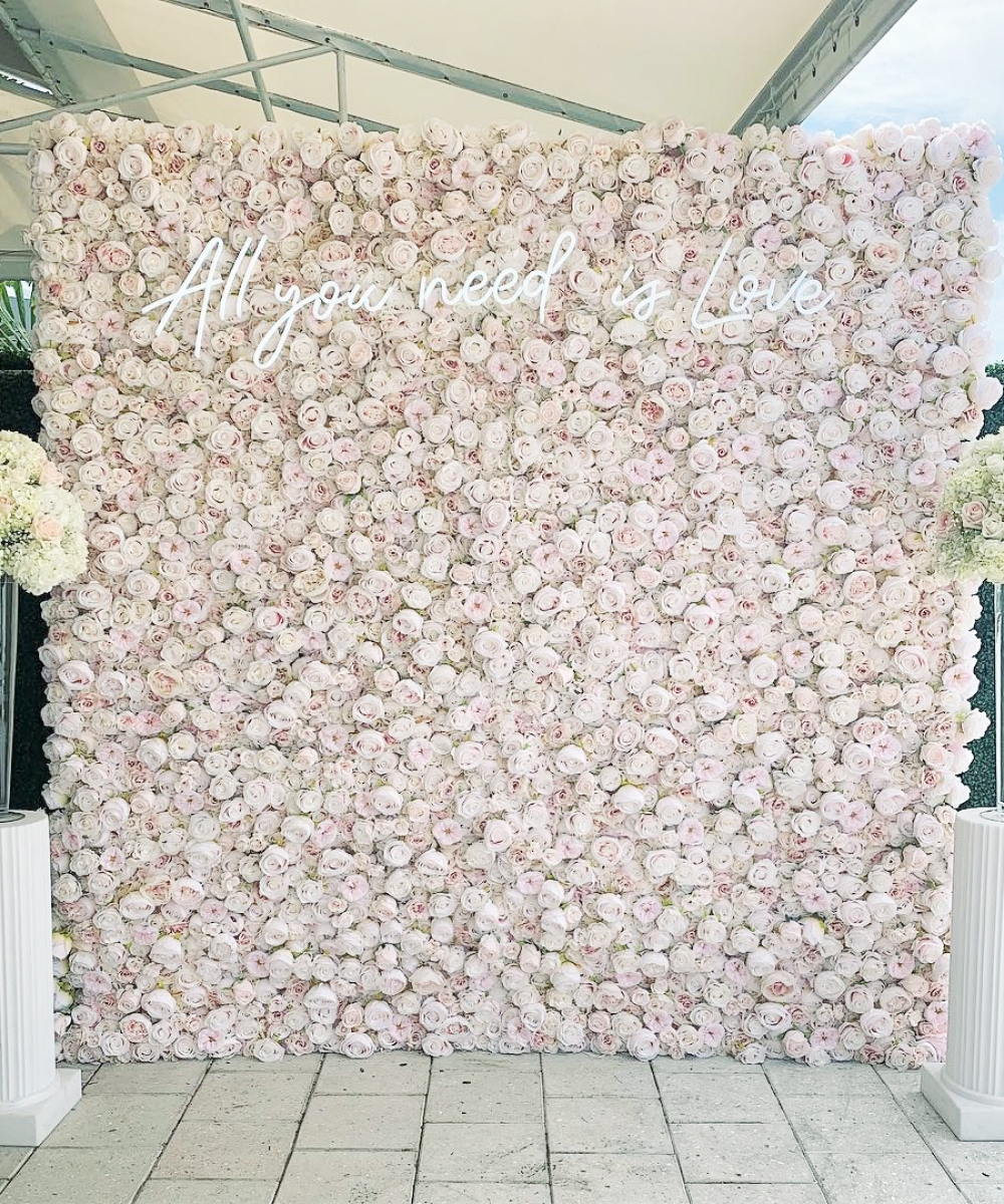 rosa blomstervegg til bryllup, rosa blomstervegg, blomstervegg