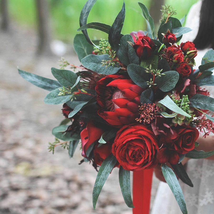 brudebukett burgunder høst, høstbryllup brudebukett, vinterbryllup brudebukett, blomstervegg